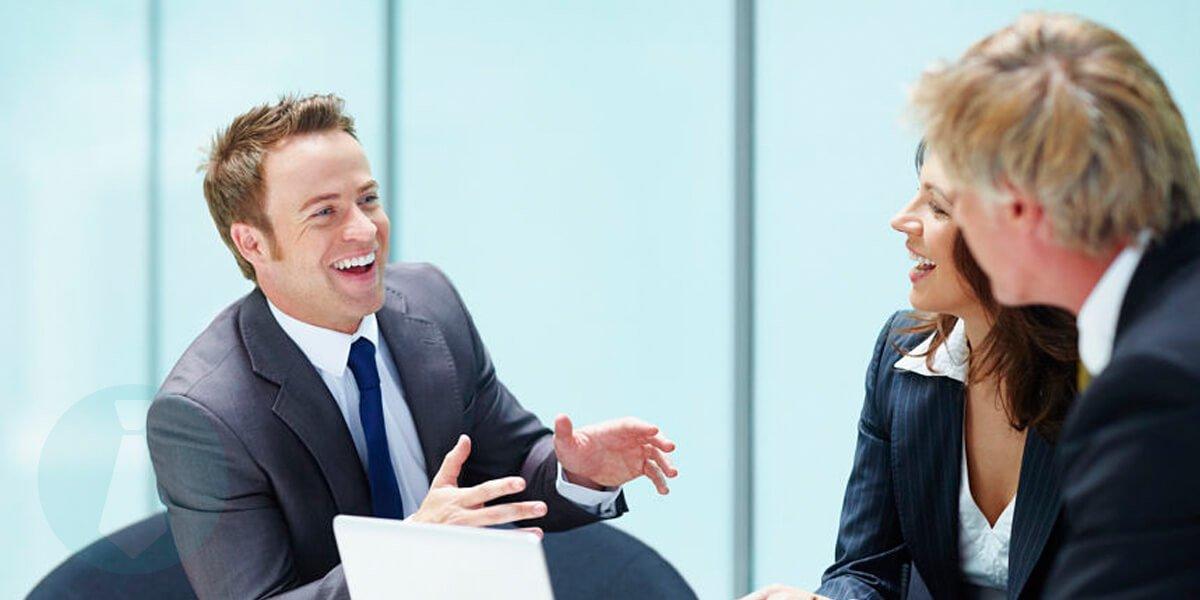 Pakaian interview kerja untuk pria
